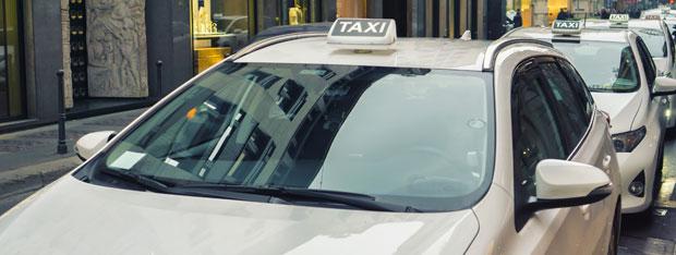 romano e il taxi